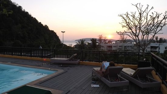 The Small, Krabi: sunset at pool