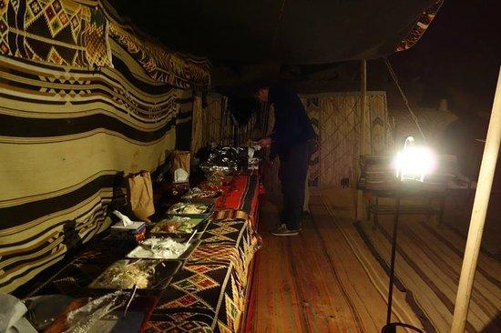 Captain's Desert Camp : Buffet Nachtessen