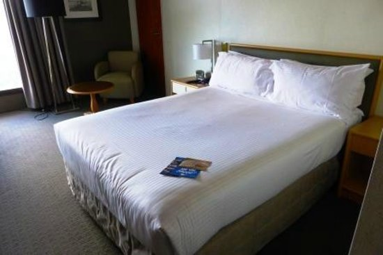 Mercure Sydney International Airport: Bed