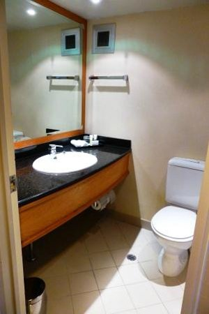 Mercure Sydney International Airport: Bathroom