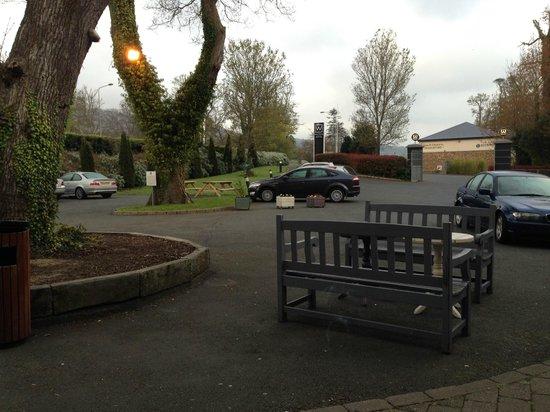 Wilton Hotel Bray: Parkplatz vor Eingang