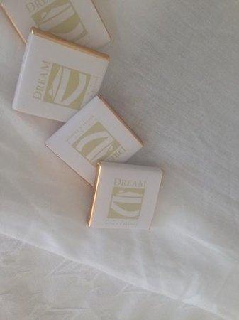 Gran Castillo Tagoro Family & Fun Playa Blanca: chocolates left on the bed at night