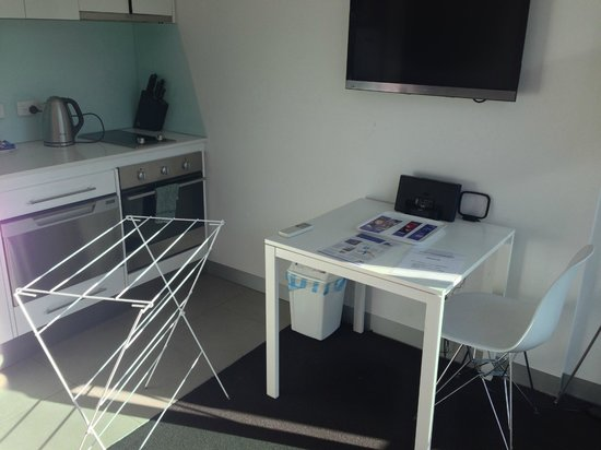 Docklands Private Collection of Apartments: Small Lounge/Dining and Kitchen in one