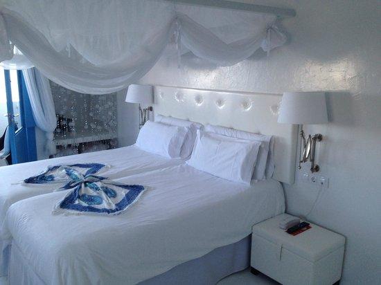 Avanti Hotel Boutique Fuerteventura: Bett aus Zimmer 105