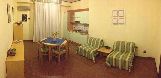 Residence Royal: Camera A/5 Ingresso salone con angolo cottura