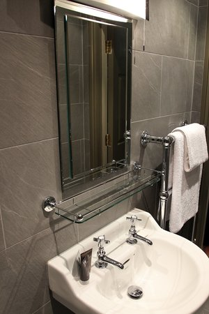 The Penny Farthing Hotel: Newly refurbished shower rooms