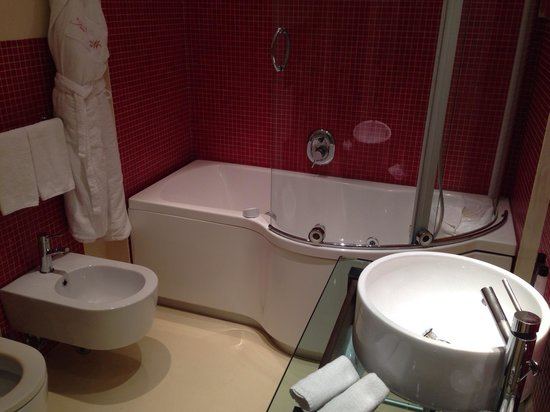 La Griffe Roma - MGallery By Sofitel: Bathroom with Jacuzzi of room in 6th floor-March2014