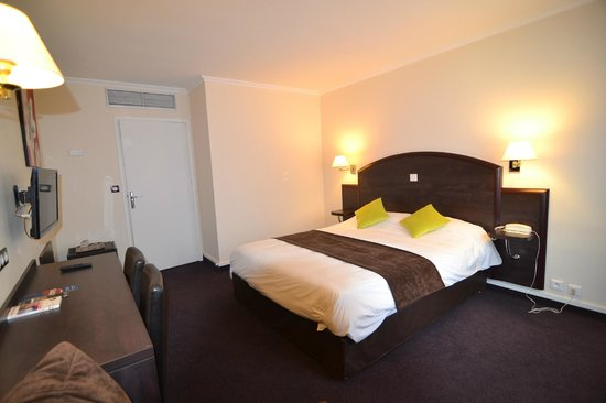 Brit Hotel Cahors - Le France : chambre grand lit 160 / 200