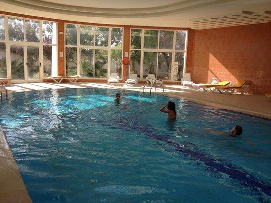 Hotel Isis Thalasso & Spa : A la piscine intérieure