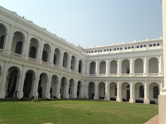 Indian Museum (Jadu Ghar): Building