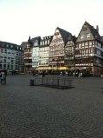 Frankfurter Romer: フランクフルト レーマー広場