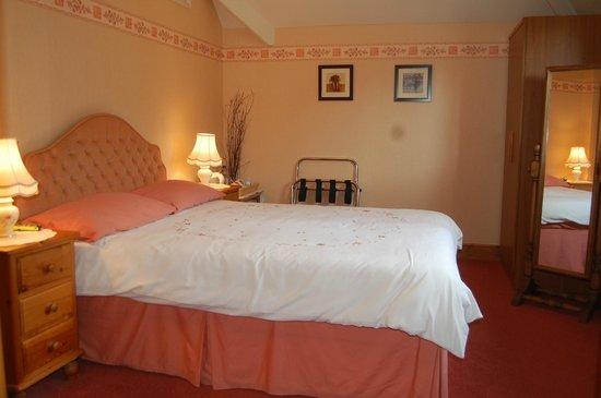 Ravencroft B&B: Peach Room
