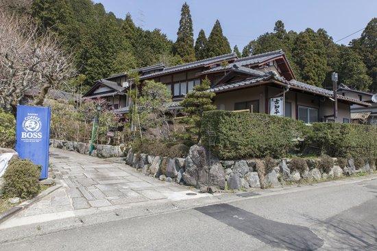 Minshuku Kochihira: Entrance to the minshuku