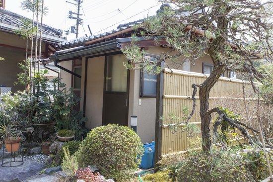 Minshuku Kochihira: External bath house