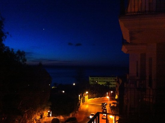 Hotel & Spa Benalmádena Palace: View from room 425 at night