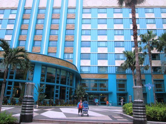 Disney's Hollywood Hotel: The hotel facade