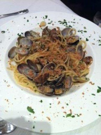 Centro Ittico Raw Fish Cafe : spaghetti vongole e bottarga