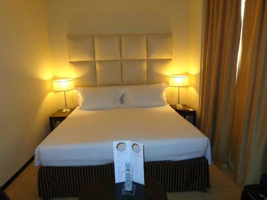 Cosmopolitan Concept Hotel: camera con letto matrimoniale