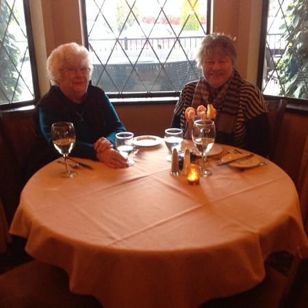 BEST WESTERN PLUS Abercorn Inn: Enjoying our dinner on our last night.