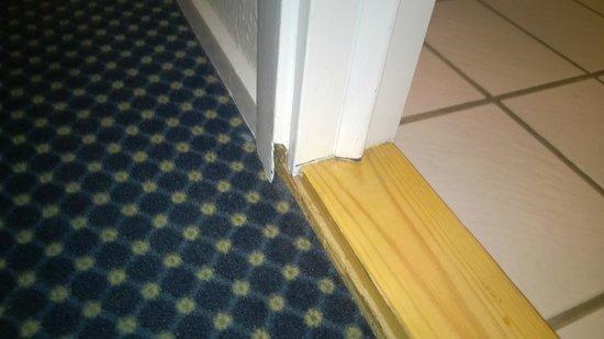 Radisson Blu Limfjord Hotel, Aalborg: huller i karmen
