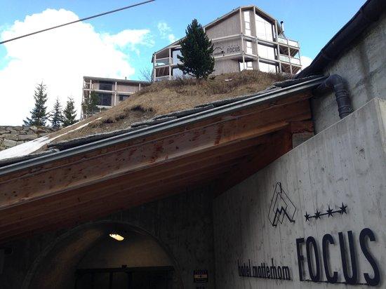 Hotel Matterhorn Focus: Acceso al tunel y hotel al fondo