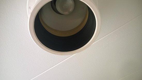 Lampe beskidt over sengen   bilde av radisson blu limfjord hotel ...