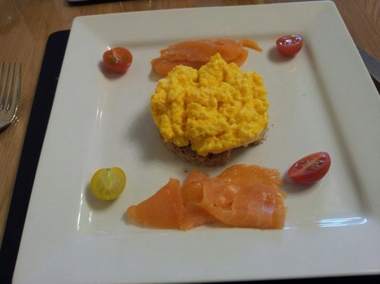 Torlundy House B&B: Smoked Salmon with Scrambled eggs!