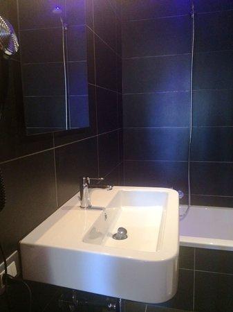 Hotel Gabriella: bath