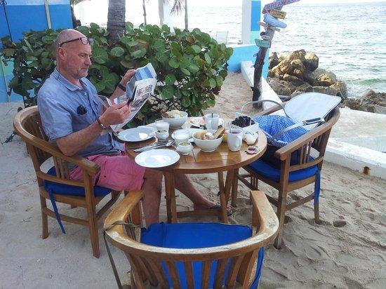 Scuba Lodge & Suites: ontbijt, inclusief krant
