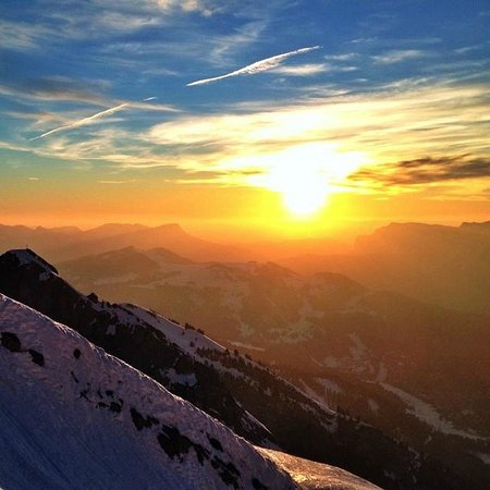 La Clusaz Ski Resort: Sunset on the slopes