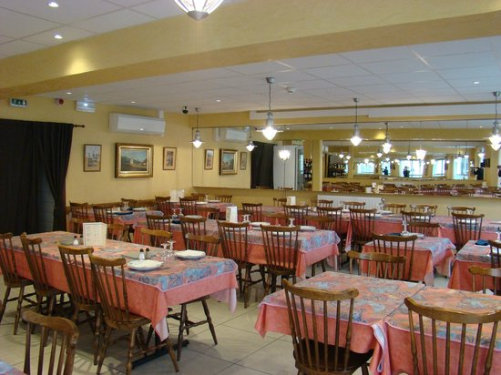 Hotel restaurant Saint Sebastien : salle a manger