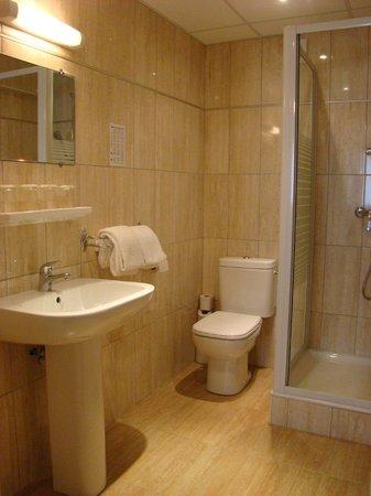 Hotel restaurant Saint Sebastien : salle de bains