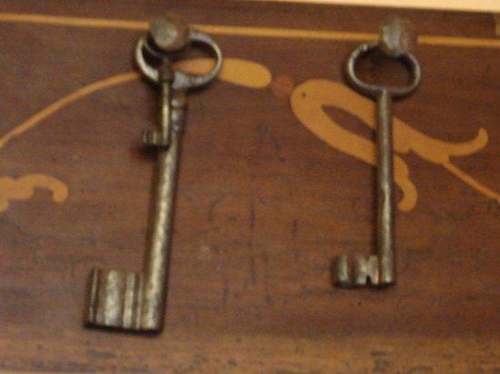 Osteria Vallebona: chiavi di vecchi portoni