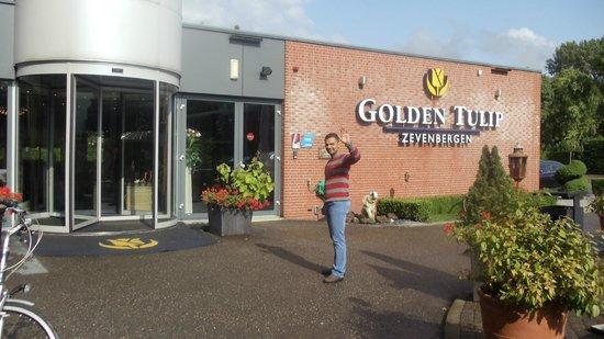 Golden Tulip Hotel Zevenbergen: hotel main gate