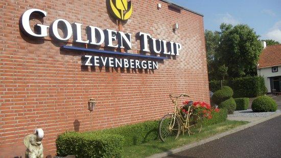 Golden Tulip Hotel Zevenbergen : hotel front wall