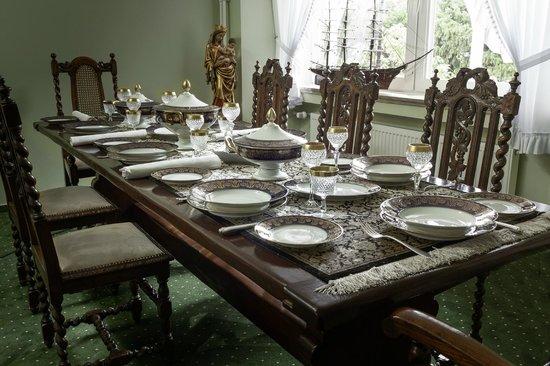 gro e tafel im nostalgie caf viktoria luise rendsburg bild von nostalgie cafe viktoria luise. Black Bedroom Furniture Sets. Home Design Ideas