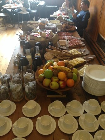 Town Hall Hotel: The Breakfast buffet