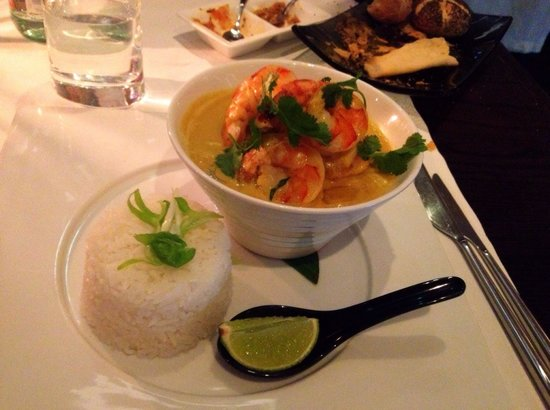 ZEST: King prawn red curry with veg. Pretty intense flavours :)