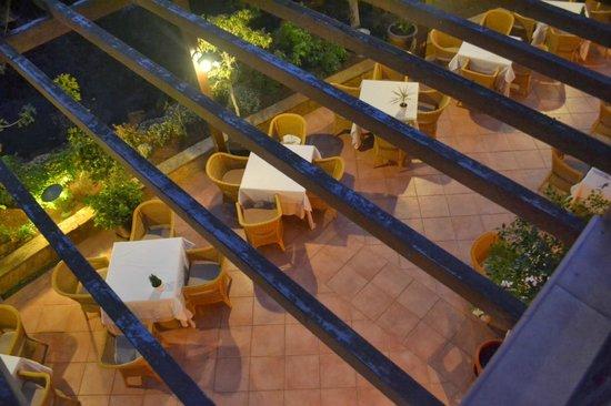 Sheraton Fuerteventura Beach, Golf & Spa Resort: Breakfast or dinner outdoors in February, anyone?