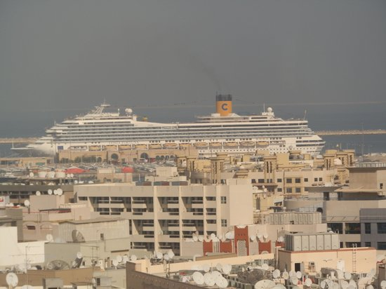 Majestic Hotel Tower: Cruise Ship view from our suite.