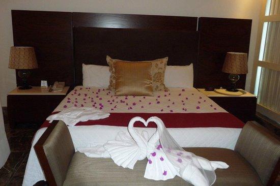 The Grand Mayan Los Cabos: Honeymoon Suite Master Bed