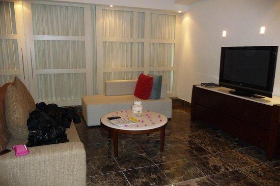 The Grand Mayan Los Cabos: Honeymoon Suite living room