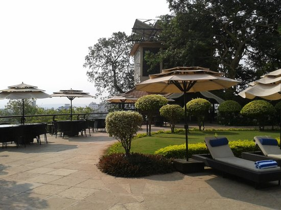 The Crown Goa: Pool side Restaurant