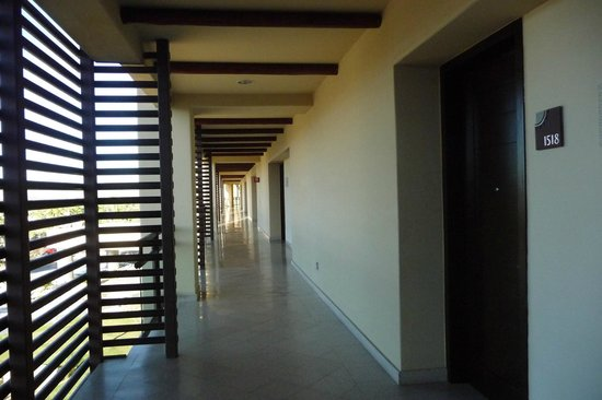 The Grand Mayan Los Cabos: Hallway to Honeymoon Suite