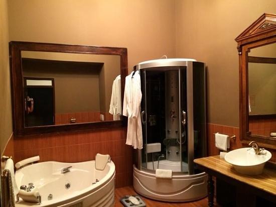 Hotel Poesis Satu Mare: bathroom Presidential Suite 104