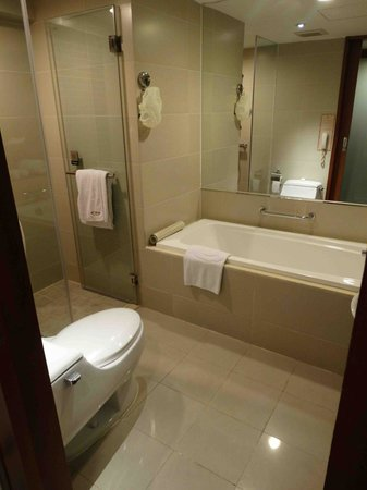 Grand Noble Hotel : Bathroom room 635