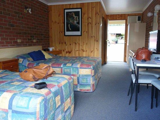 Kookaburra Motor Lodge: Triple room