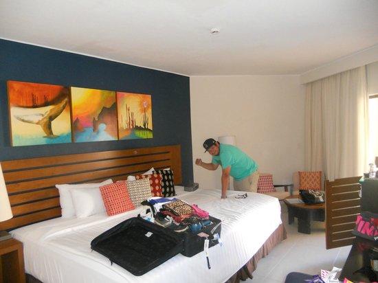 Royal Decameron Los Cabos: big bed