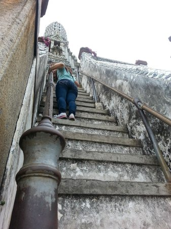 Wat Arun (Tempel der Morgenröte): Almost like climbing up a ladder