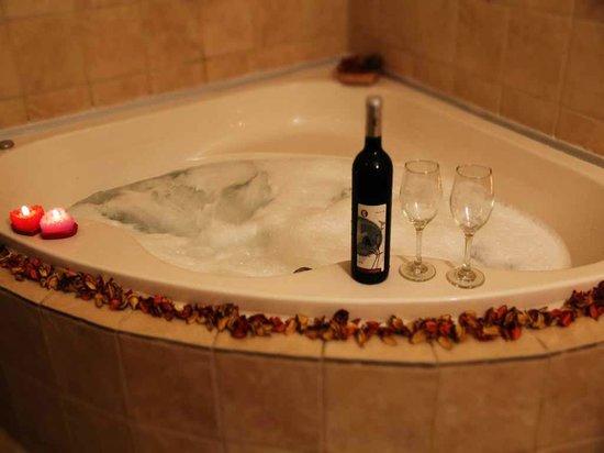 Ahuzat Hamoshava: romantic suite